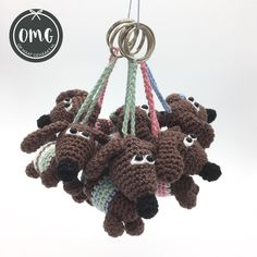 #teckel #tekkels #puppies #gehaakt #dachshund #haken #hondjes #dogs #hakeniship naar het gratis patroon van Mingle Mangle Crochet Crochet Elephant, Crochet Fox, Crochet Dolls, Easy Crochet, Free Crochet, Crochet Hats, Knitting Projects, Crochet Projects, Crochet Easter