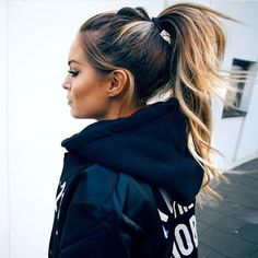 Those weekend ponytail vibes. Casual hair love via @fannylyckman. ✔️ #ohhellohaircrush #hairinspo #ponytaillove