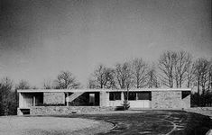 1950 - The Donald N. and Dallas Clark House, 471 Derby Milford Road, Orange CT. Minimalist Architecture, Classical Architecture, Residential Architecture, Vintage Architecture, Marcel Breuer, Walter Gropius, Amazing Buildings, Brick And Stone, Stone Houses