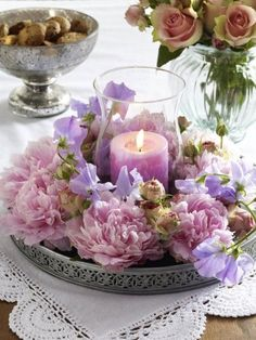 Romantisch DIY-Idee: Windlicht mit Pfingstrosen What a fantastic combination? Peonies, a bit of shabby chic and romantic candlelight. Mesas Shabby Chic, Shabby Chic Romantique, Cute Mothers Day Gifts, Fleurs Diy, Wedding Decorations, Table Decorations, Wedding Ideas, Deco Floral, Diy Décoration