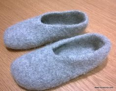 Check out this super easy slipper pattern by @nicnacnootoys. She even included a tutorial on how to felt them in the wash.