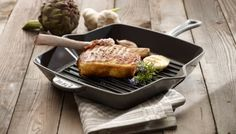 These enameled cast iron square grill pans bring the experience and taste of outdoor grilling right to your stovetop or oven. Cookware boasts remarkable heat retention and distribution, ensuring consistently textured and thoroughly cooked meals. Kitchen Black Counter, Kitchen Time, Buy Kitchen, Kitchen Tools, Kitchen Gadgets, Kitchen Stuff, Kitchen Designs Photos, Kitchen Images, Best Grill Pan