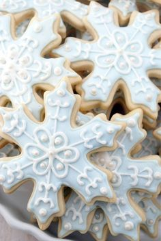 Snowflake Sugar Cookies with detailed decorating instructions and royal icing recipe on http://www.cakeandallie.com