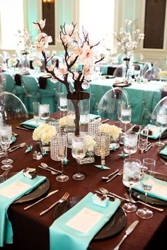 love the light blue accents, and the low tree branch in the middle. Great for winter wedding