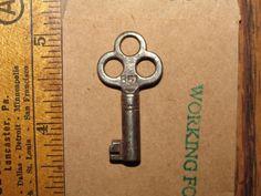Antique Steamer Trunk Key Yale B51 Antique Barrel Suitcase Vintage Skeleton 5087