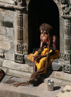 Sadu = palavra que em sânscrito significa reto foi adotada para designar uma classe especial de religiosos - homens hindus sagrados ...