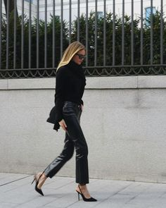 Winter cocktail dinner out look - black sweater with flared cuffs, black cropped leather pants and sling back heels. @clairerose. J Brand Franky patent black pants. #streetstyle Girls Party Dress, Girls Dresses, Leather Pants, Black Leather, Girls Night Out, Leather Fashion, Black Sweaters, Black Pants, All Black