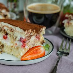 Vegan tiramisu with strawberries Saturday, May 2019 Tiramisu is one of my favorite desserts and is great to prepare. This super creamy strawberry tiramisu is airy light and comes out without any e Strawberry Tiramisu, Vegan Tiramisu, Vanilla Sugar, Vegan Sweets, Baking Pans, Tray Bakes, Yummy Food, Yummy Recipes, Food To Make