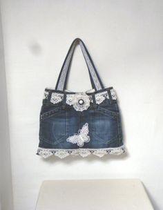 sac en jean recyclé ,décoré dentelle , papillons