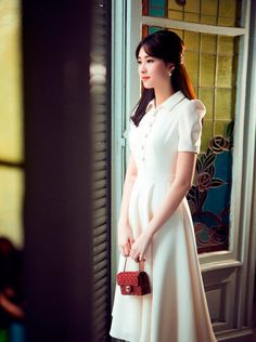 Diện những thiết kế lãng mạn của Lê Thanh Hoà, Hoa hậu Thu Thảo khoe hình ảnh mới nhất cùng kiểu tóc mái ngang.. Đọc Thời trang trên Eva.vn