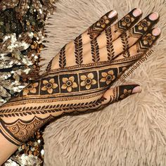 This time we are sharing with you our Best and Latest Flower Mehndi Designs which are purely different from others these Designs are from the Best of the Best Mehndi Artists. Latest Bridal Mehndi Designs, Back Hand Mehndi Designs, Henna Art Designs, Mehndi Designs For Girls, Stylish Mehndi Designs, Dulhan Mehndi Designs, Mehndi Design Photos, Wedding Mehndi Designs, Latest Mehndi Designs