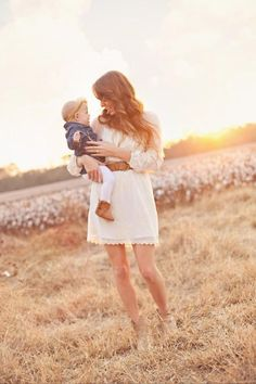 Our fall family photos: mommy daughter, cotton field, what to wear Elle B Photography