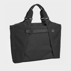 The Dederang Heist // Laptop Bag by Stuart Crumpler Laptop Messenger Bags, Laptop Briefcase, Laptop Bag, Urban Bags, Work Bags, New Laptops, Canvas Leather, Laptop Sleeves, Gym Bag