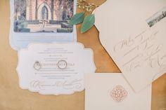 Более романтичного места, чем маленький город во Франции, невозможно придумать. Кирилл и Любовь решили организовать свою свадьбу там, где всё дышит любовью.