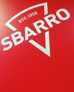 Azi trec pe rosu. Sbarrr foame cu sbarro  pizza :) #ranevents #sbarropizza #sbarro #mallvitan #pizza