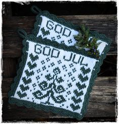 Ravelry: Designs by Jorunn Jakobsen Pedersen Crochet Potholders, Christmas Knitting, Textured Background, Pot Holders, Diy And Crafts, Knit Crochet, Christmas Ornaments, Holiday Decor, Pattern