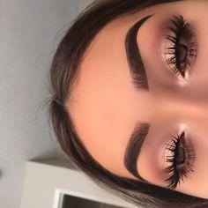pinterest: @ nandeezy † smokey eyes, bold lipstick, and nail art. Beautiful, natural makeup, makeup ideas, beauty, skincare, skincare tips, best acne treatments, beauty products, smoky eye, lipstick, glamorous make-up, natural make-up.