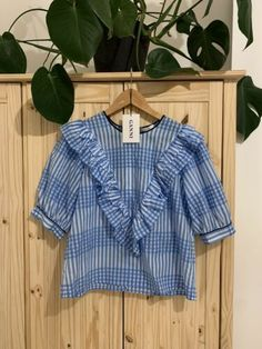Ganni Gingham Charron Top 38 Condition is New with tags. Short Sleeve Blouse, Long Sleeve Shirts, Brown Long Sleeve Tops, 50s Rockabilly, Cut Out Top, Amy Winehouse, Gingham, Ruffle Blouse, Women