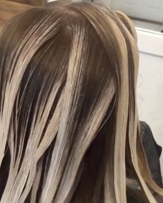 """4,418 Me gusta, 58 comentarios - Balayage + Business Training (@mastersofbalayage) en Instagram: """"Clean As a Whistle! Repost @kellymassiashair ・・・ PLACEMENT... surface paint saturating through only…"""""""