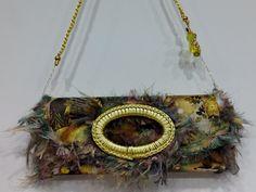 Bolso de la colección foulard , custumizado con sedas en tonos amarillos y fantasía de abalorios .