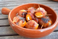 Tapas - filled apricots in a bacon band - Katha cooks! - Tapas – filled apricots in a bacon band – Katha cooks! Tapas Recipes, Grilling Recipes, Appetizer Recipes, Clean Eating Snacks, Healthy Eating Tips, Food To Go, Food And Drink, Grilled Steak Recipes, Finger Food Appetizers