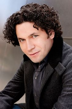 Gustavo Dudamel (borm 1981). His passionate music-making continues to inspire audiences of all ages worldwide. Currently serving as Music Director of both the Simón Bolívar Symphony Orchestra of Venezuela and the Los Angeles Philharmonic, the impact of his musical leadership is felt on four continents. While his commitment to these posts accounts for the major portion of his yearly schedule, Dudamel also guest conducts with some of the world's greatest musical institutions.