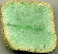 Las piedras y las gemas tienen usos mágicos y propiedades para obtener diferentes beneficios. Si necesitas mejorar tu negocio y atraer el dinero, la piedra aconsejada para conseguir estas propiedades es el jade.