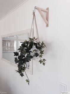 fixa en ampel att hänga tålig växt i exempelvis murgröna eller ampellilja.krukväxt,ampel,diy,väggprydnad,blommor,blomampel,amplar