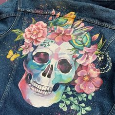 Painted Denim Jacket, Painted Jeans, Painted Clothes, Hand Painted, Denim Paint, Skull Painting, Fabric Painting, Jacket Drawing, Floral Skull