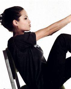 Angelina Jolie's Perfect Game Angelina Jolie has the best publicity game in Hollywood. Angelina Jolie, Brad And Angelina, Vivienne Marcheline Jolie Pitt, Jonny Lee Miller, Shiloh, Brad Pitt, Jenifer Aniston, Sofia Richie, Portraits