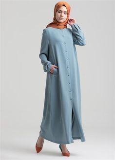 Sıfır Yaka Düğmeli Pardesü | PARDESÜ | armagangiyim.com.tr Abaya Fashion, Modest Fashion, Fashion Dresses, Muslim Dress, Hijab Dress, Long Dress Patterns, Moslem Fashion, Modele Hijab, Islamic Clothing