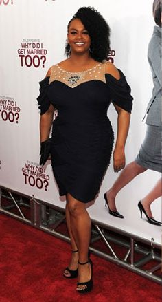 We love power house Jill Scott. She is stunning stylish and super edgy in this gorgeous fitted black dress and slouch sleeves.