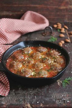 Moroccan meatballs! I do love me some meatballs, and I'm not sure I've ever made Moroccan food before. (recipe is in English further down the page)