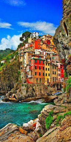 Riomaggiore, Cinque terre, Italy #italytravel Italy Vacation Em Nosso Blog muito mais Informações http://storelatina.com/travelling #imagensitalia #viajeitalia #food #ItalyVacation