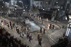 A view of the set at Chanel's Métiers d'art Paris in Rome show at Theatre No 5 - transforming Rome's Cinecittà film studios into a Parisian square  (Foto: Olivier Saillant)