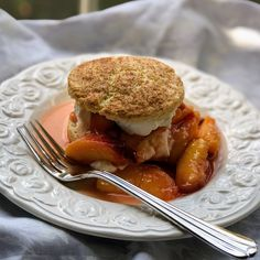 Peaches 'n Cream Shortcake Peach Shortcake, Shortcake Recipe, Strawberry Shortcake, Summer Desserts, Easy Desserts, Dessert Recipes, Fruit Dessert, Peach Pound Cakes, Trifle Pudding