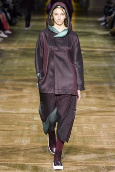See the complete Issey Miyake Fall 2017 Ready-to-Wear collection.