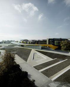 BAJO UNA SOLA CUBIERTA proyecto para el EPFL ArtLab por Kengo Kuma. Fotografía © Valentin Jeck