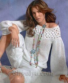Белый пуловер с кружевной кокеткой, спицами и крючком