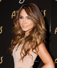 Pretty Brunette Hair Color with highlights