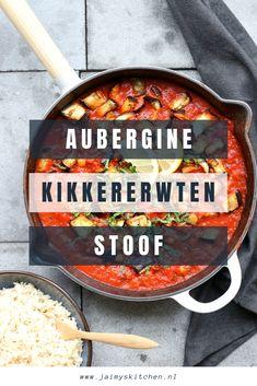 8290468af538c3 Deze stoof is gevuld met aubergine en kikkererwten. De pittige saus met  harissa