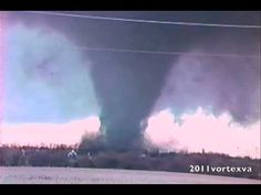 Hesston Kansas Tornado - The mighty Heston that went from… Weather Storm, Weather Cloud, Wild Weather, Severe Weather, Extreme Weather, History Projects, Travel Oklahoma, Tornados