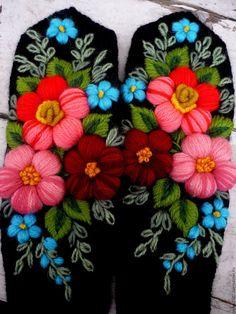 Варежки, митенки, перчатки ручной работы. Варежки с вышивкой(Асия). Марина Мишина. Ярмарка Мастеров. Варежки спицами, варежки с цветами Sewing Machine Stitches, Basic Embroidery Stitches, Wool Embroidery, Crochet Gloves, Knit Mittens, Crochet Pillow Cases, Felted Wool Crafts, Embroidery On Clothes, Cross Stitch Bird