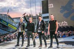 U2 2017 U2 2017, Paul Hewson, Irish Rock, Bono U2, Adam Clayton, U 2, Looking For People, Funny Captions, Post Punk