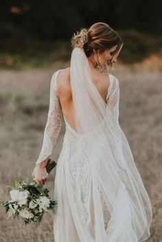 I must admit that since I got engaged, I've become a frequent wedding dress window shopper (not to mention an obsessive compulsive online wedding dress browse-o-holic). Im looking at dresses …
