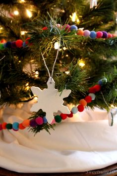 DIY Pompom Christmas Tree Garland ...love this one and the info on making the snowflakes could be used too...air dry clay :) Christmas Makes, Holiday Fun, Christmas Holidays, Christmas Bulbs, Merry Christmas, Diy Christmas Tree Garland, Christmas Crafts, Christmas Decorations, Christmas Ideas