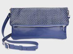 Foldover-Tasche Finja mit Umhängeriemen – Blau/Geflochten aus Leder | Foldover Finja | Umhängetaschen | TASCHEN | lille mus