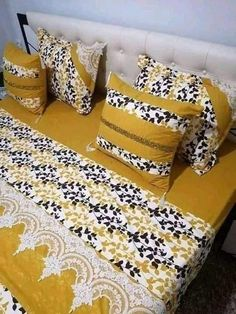 Draps Design, Designer Bed Sheets, Bow Pillows, Bed Workout, Cushion Cover Designs, Fabric Hearts, Bed Design, Home Bedroom, Comforter Sets