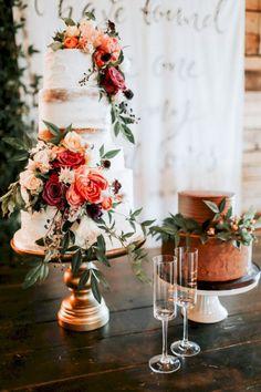 Planerar ni ett höstbröllop? Bjud gästerna på en oförglömlig tårta inspirerad av höstens färger.