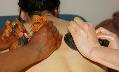 Massage aux pierres chaudes / Massage with warm stone    https://www.facebook.com/Neobienetre?ref=hl